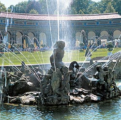 Picture: Fountains in front of the New Palace