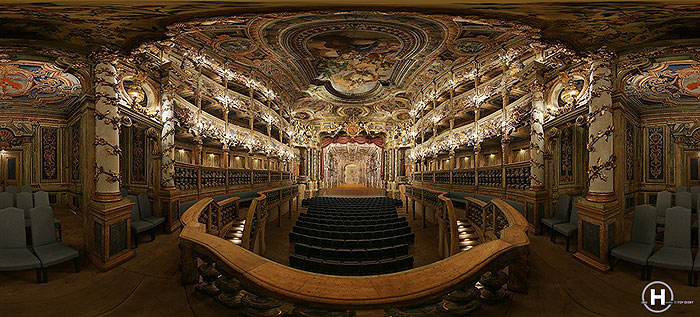 External link to the panoramic shot on the Margravial Opera House