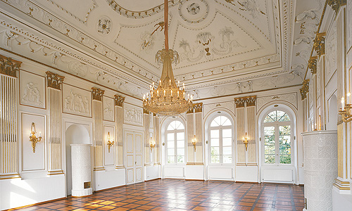 external link to the White Hall at Fantaisie Palace